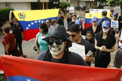 Este domingo se realiza un plantón en Bucaramanga contra las elecciones en Venezuela