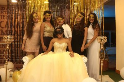 Paula Álvarez, Sirley Amorocho, Raquel Amorocho, Estefanía Álvarez, Martha Naydú Amorocho y María Camila Rodríguez Amorocho.