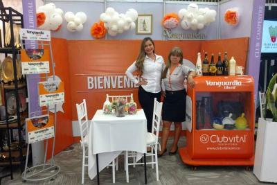 Angie Almeida y Consuelo Puentes.