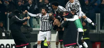 Así celebraron los jugadores de la Juventus de Turín, el gol de Simone Zaza ante Nápoles, tanto que significó el triunfo y el liderato para los 'bianconeri'.