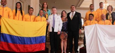 Santandereano Nelson Crispín recibió la bandera de Colombia para los Juegos Paralímpicos