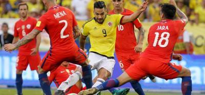 La Fifa sancionó a la Federación Colombiana de Fútbol por cantos racistas en el juego de las Eliminatorias al Mundial de Rusia 2018 contra Chile, disputado en el Metropolitano de Barranquilla, y deberá pagar 25 mil francos suizos de multa.