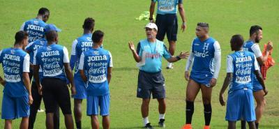 El seleccionador de Honduras, el santandereano Jorge Luis Pinto, quien se alista para la Copa Centroamericana que inicia el viernes en Panamá, expresó su inconformismo por la determinación de la Fifa de aumentar el número de países para el Mundial de 2026.