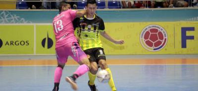 Angellot Caro fue la gran figura del Real Bucaramanga, al marcar cuatro de los cinco goles ante Alianza.