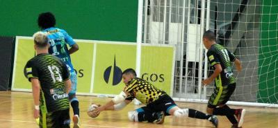 Real Bucaramanga volvió a la victoria en la Liga Argos de Futsal tras vencer ayer 8-2 a Deportivo Cóndor en el Coliseo Vicente Díaz Romero.