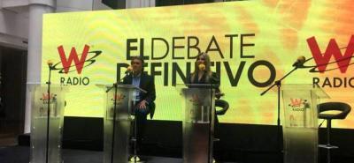 Solo Sergio Fajardo acompañó a Vicky Dávila en debate presidencial