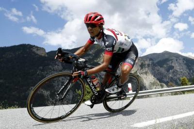 En una curva, el pedalista colombiano perdió el control.