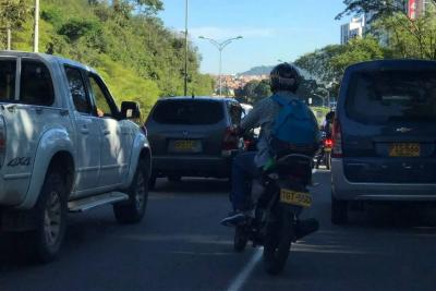 Accidente entre tres vehículos, entre Piedecuesta y Floridablanca, provocó monumental 'trancón'