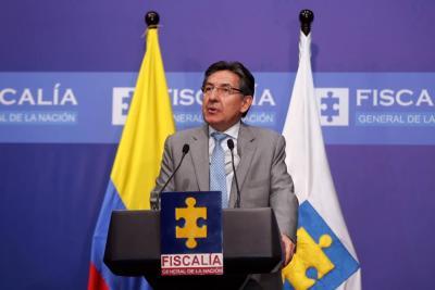 Néstor Humberto Martínez habla desde el búnker de la Fiscalía en Bucaramanga.