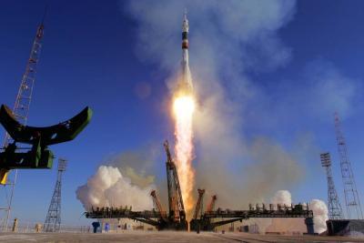 Así despegó la nave tripulada Soyuz rumbo a la Estación Espacial