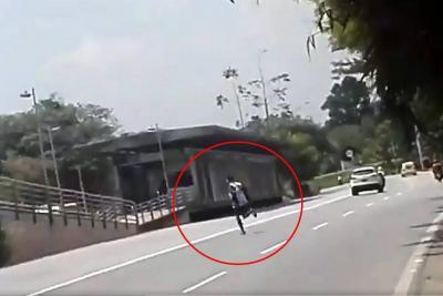 Joven arriesga su vida en importante autopista de Bucaramanga
