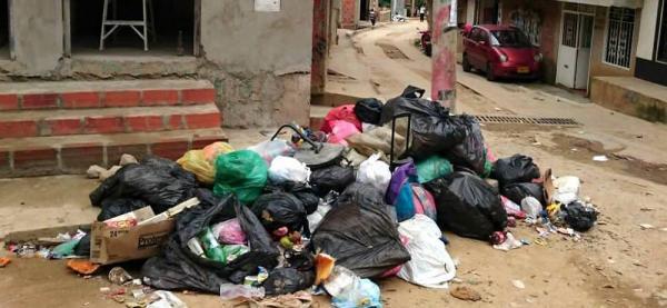 Denuncian problemas de basuras en el barrio Brisas de Provenza en Bucaramanga