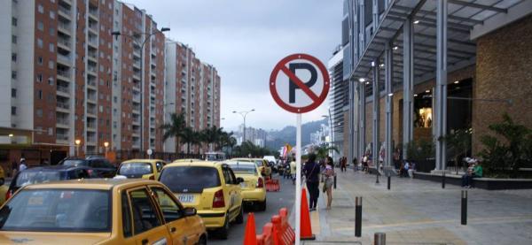 Ciudadano denuncia agresión e invasión del espacio público por parte de taxistas en Bucaramanga