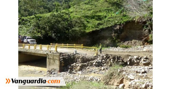 Cerrada vía San Joaquín - Onzaga por salida del cauce de quebrada - Vanguardia Liberal
