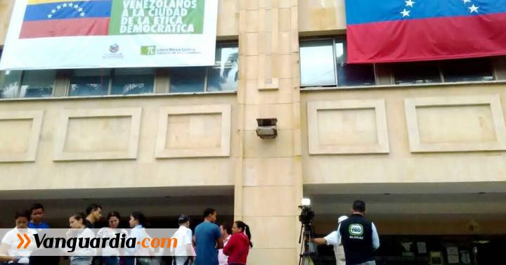 Alcald a de bucaramanga abri oficina de informaci n a for Oficina ola santander