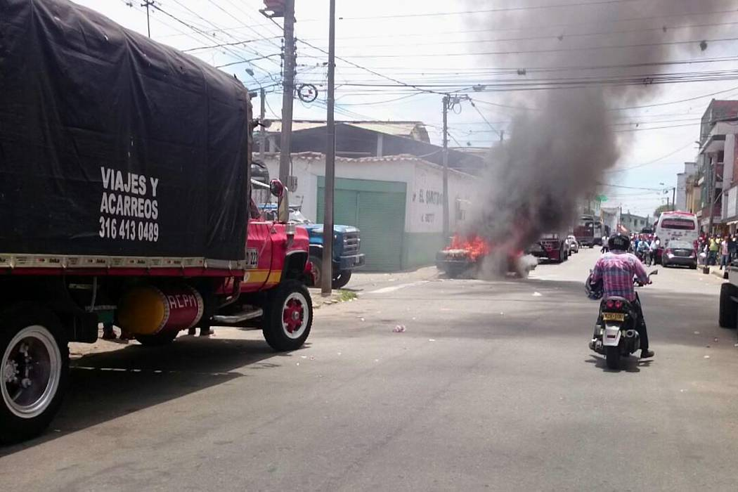 Vehículo se incendió en el barrio La Feria de Bucaramanga
