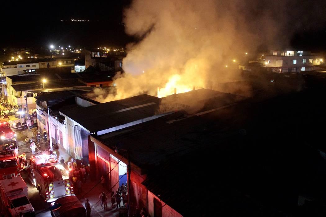 Seis horas duró voraz incendio en el barrio Girardot