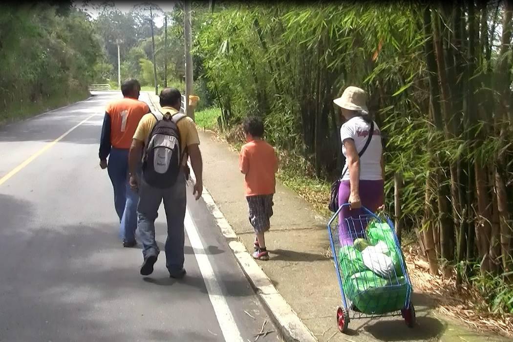 Calvario para transportarse en Bucaramanga en donde no llega Metrolínea