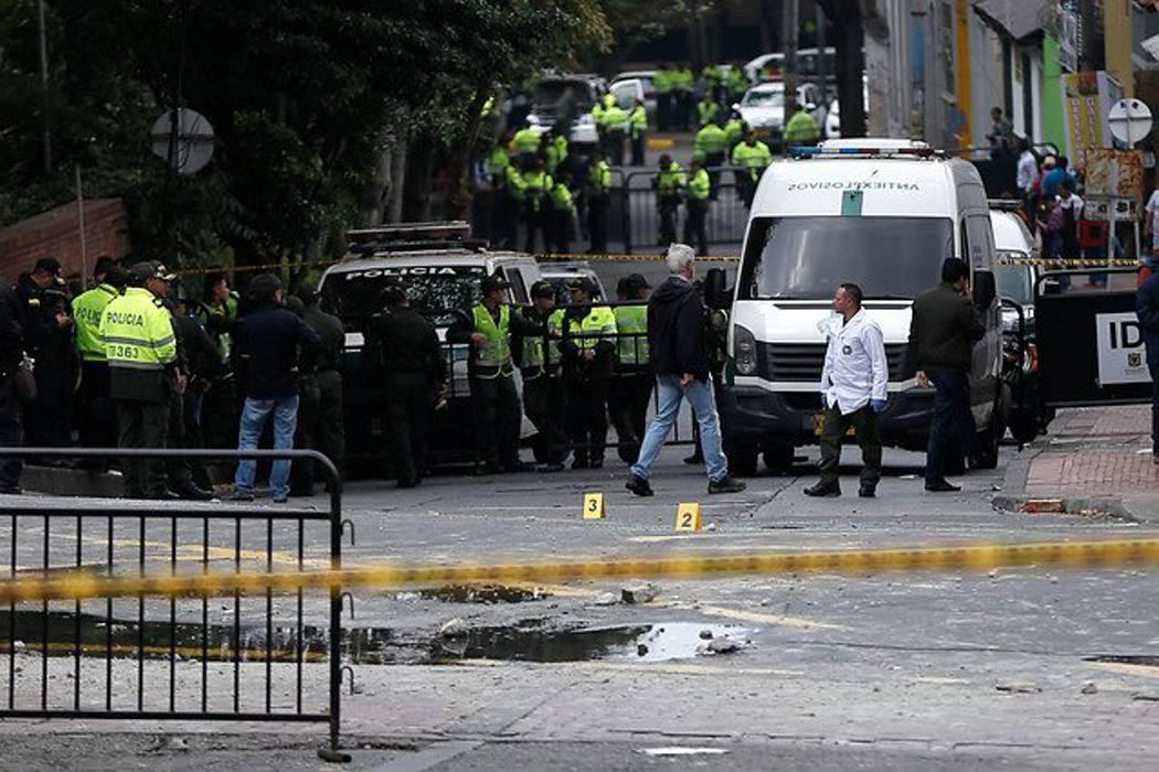 Seis policías en estado grave tras explosión en Bogotá