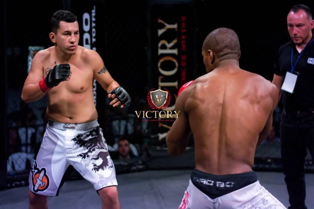 Dos peleadores reviven las artes marciales mixtas en Santander