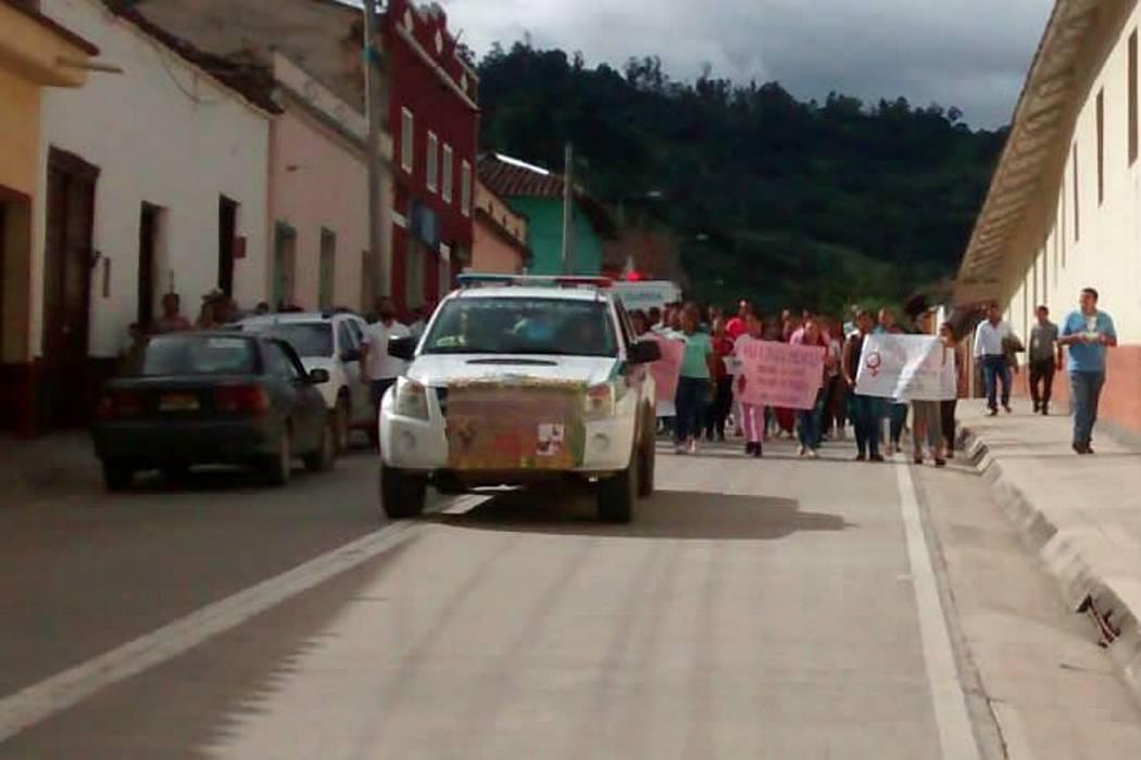 Municipio de Santander marchó por presunto ataque a dos mujeres