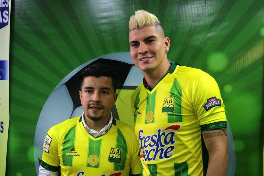 Sherman Cárdenas y Michael Rangel se vistieron con la camisa del Atlético Bucaramanga