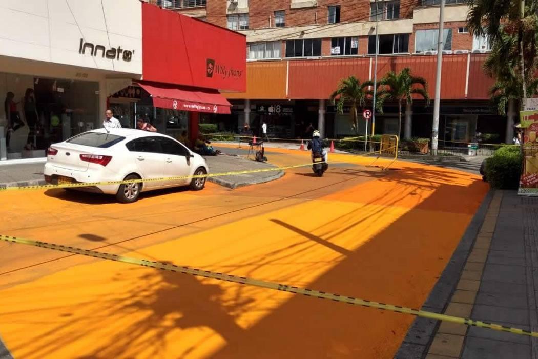 ¿Por qué hay una mancha de pintura naranja en las vías de Cabecera?