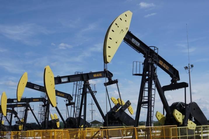 Los futuros de petróleo caen por debajo de cero dólares por ...