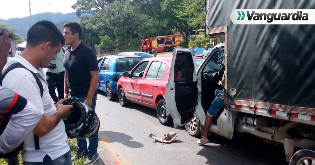 Choque múltiple en el Anillo Vial Floridablanca-Girón, dejó dos heridos - Vanguardia