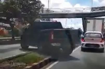 Video registró imprudencia de conductor de camioneta en Bucaramanga (Foto: Captura de video)
