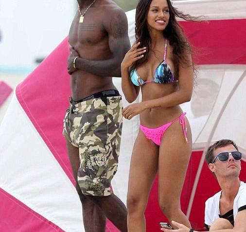 Balotelli Disfrutó De Un Día De Playa Junto A Su Novia En Miami