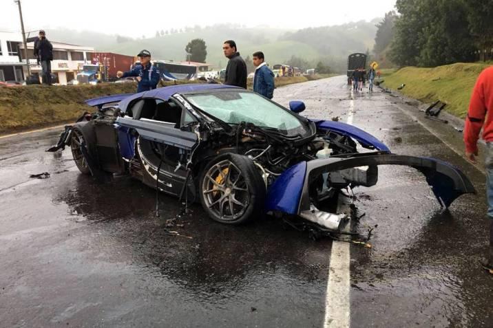Accidente de vehículos de alta gama deja cuatro heridos