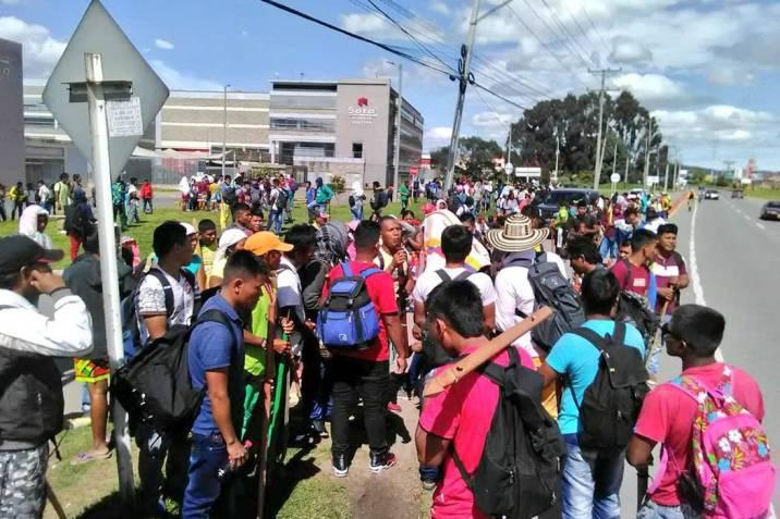 Los indígenas procedentes de Chocó se movilizaron ayer por las calles de  Bogotá para llegar a