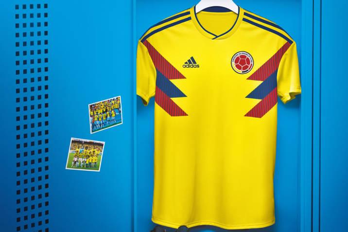 e526b2207fd3b Movistar obsequia camisetas de la Selección Colombia de Fútbol ...