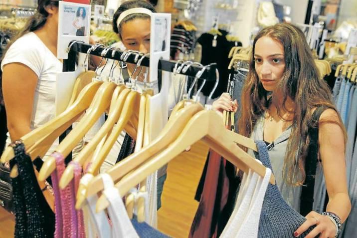 1971a0681 Cómo comprar la ropa con los adolescentes