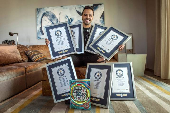 'Despacito' da a Luis Fonsi siete récords Guinness