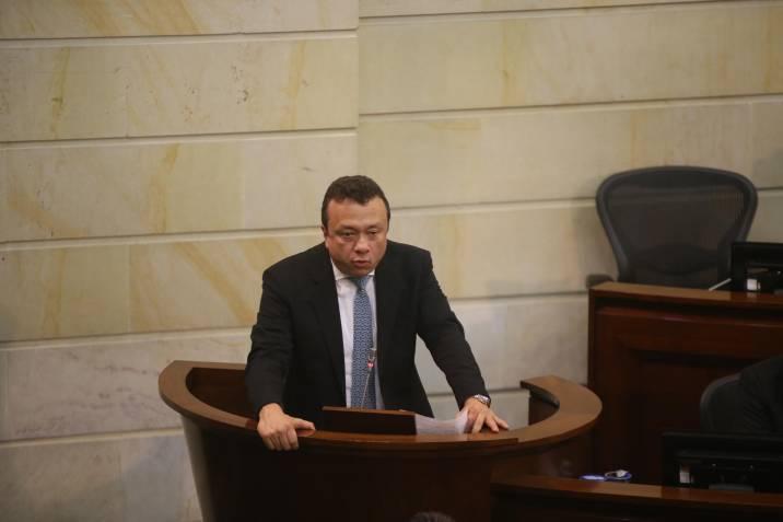 Daniel Coronell revela supuesto intento de soborno de un senador a ...