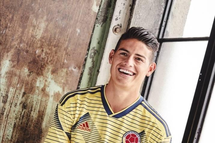 pesadilla No es suficiente Desesperado  La empresa alemana Adidas presentó la nueva camiseta que usará la  'tricolor' en la era Quieroz.   Vanguardia.com