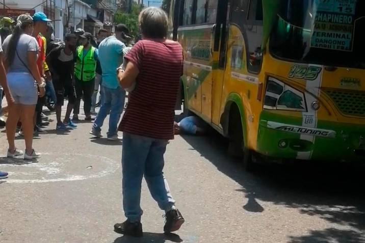 Video: Adulto mayor fue arrollado por un bus en Bucaramanga
