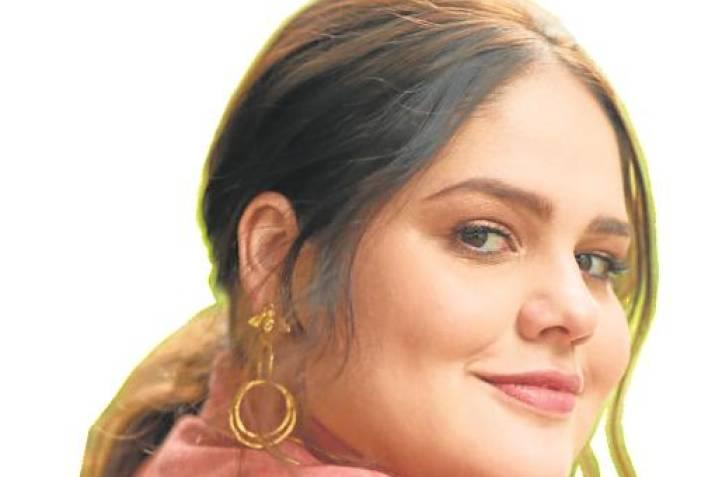 6469392829e714 Adriana Convers tiene 30 años, estudió Mercadeo y Publicidad y se  especializó en Comunicación de