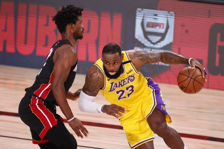 Los Angeles Lakers consiguieron la primera victoria en la serie final de la NBA ante los Miami Heat.