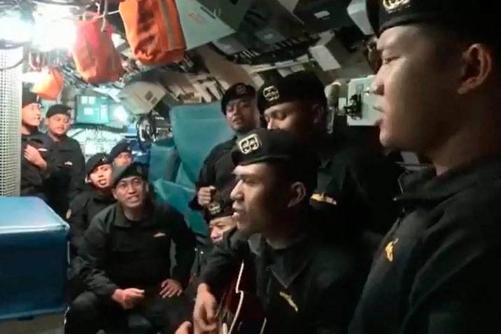 Video de marinos el submarino hundido cantando conmueve a Indonesia    Vanguardia.com