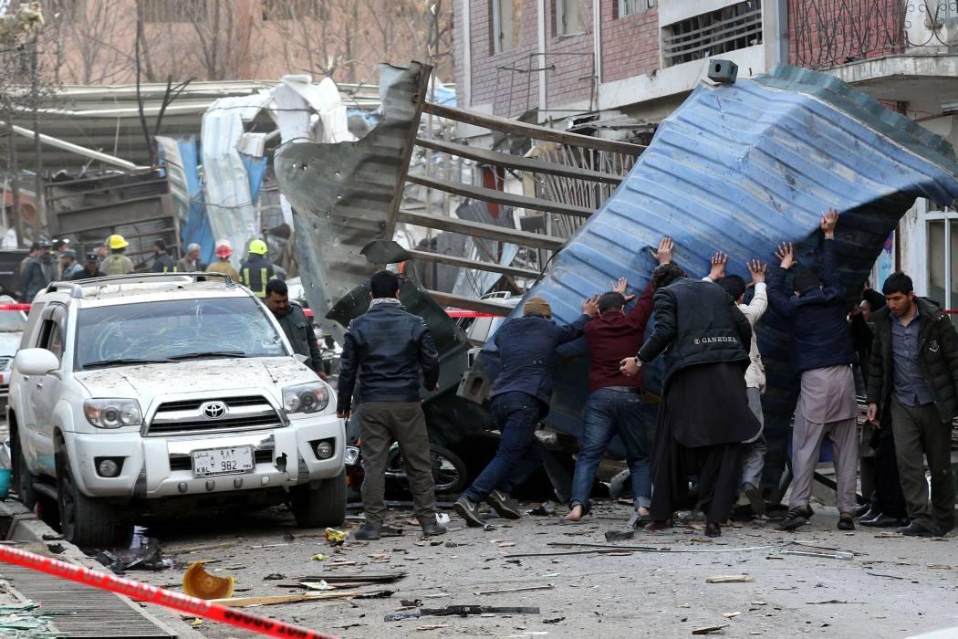 Atentado en Kabul dejó 95 muertos y cientos de heridos