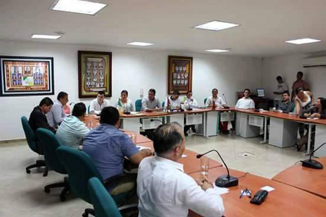Investigan a concejal en Santander por tomar licor en una sesión