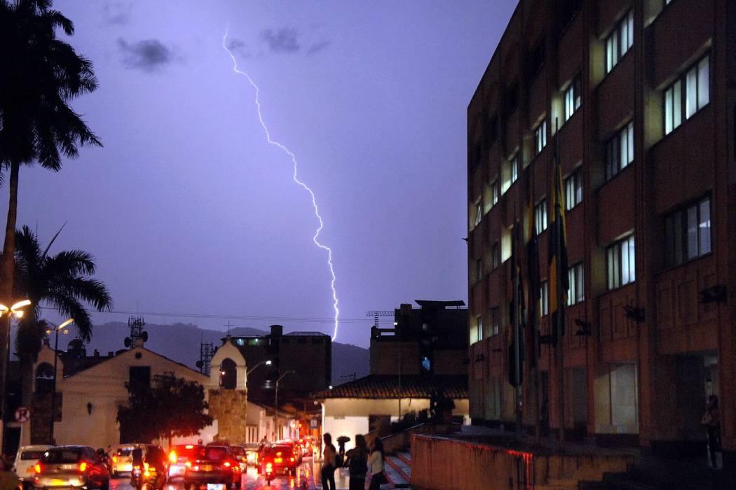 Se registraron múltiples emergencias en Bucaramanga por tormenta eléctrica