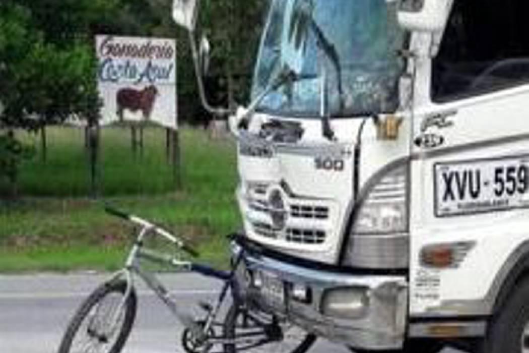 Ciclista fue arrollada por una turbo en la vía a la Costa