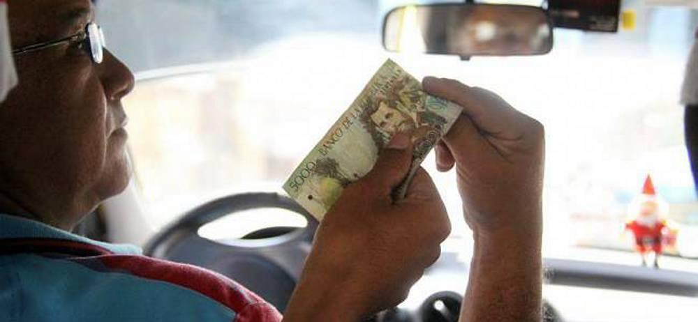 Taxistas de Bucaramanga y el área proponen aumento de tarifa entre $100 y $300 para 2019