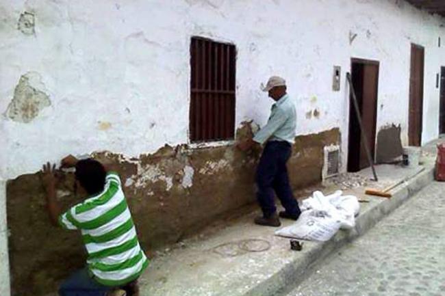 El Blanco Sigue Dominando Las Fachadas De Las Casas Antiguas Giron - Fachadas-antiguas-de-casas