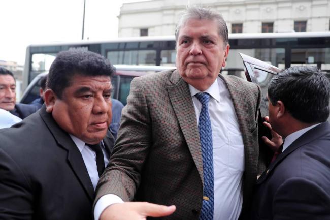 Alan García pide asilo a Uruguay y aduce