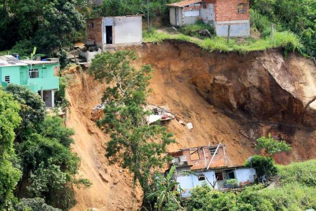 Van 14 fallecidos por lluvias en Rio de Janeiro